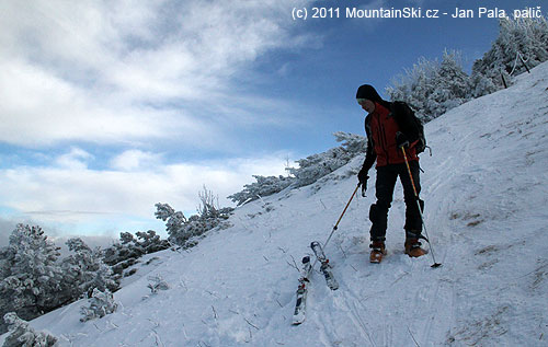 Ski depot, kde jsme nechali lyže, výše sice sníh ještě byl, ale už ne na lyžování