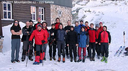 Společná fotka před Zbojnickou chatou 29.prosince 2011ráno