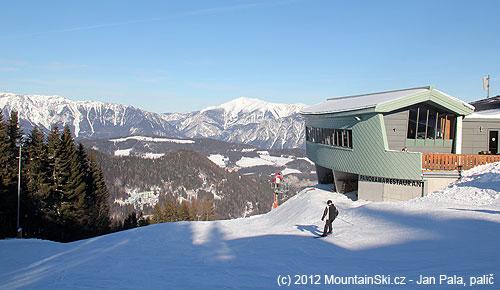 Část restaurace ve výšce 1350metrů– vpozadí Rax