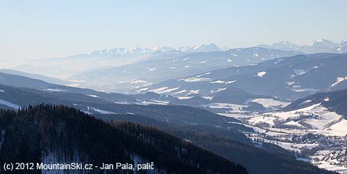 Pohled dále do údolí vlevo od Raxalpe