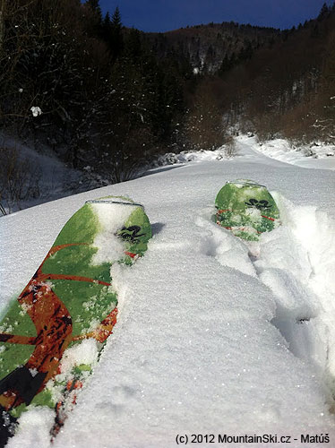 Nordica lyze su vyborne, ale neraz som vduchu utrusil skarede slovo, ked vazili zhruba 10kg vdaka nalepenemusnehu