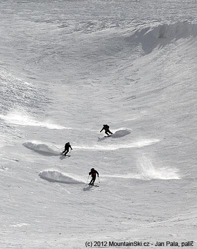 Synchronizované lyžování ve Faraiya-Mzaar