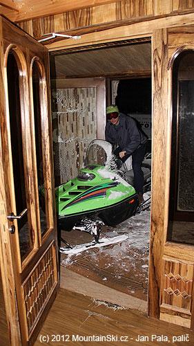 Sněžné skútry je nutné parkovat vhotelu– aby je bylo možné ránonajít