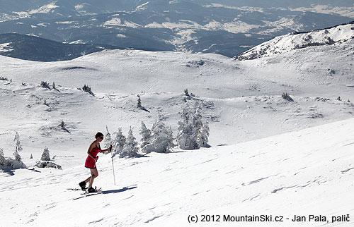 Ideální oděv na hřebenové procházky na sněžnicích…