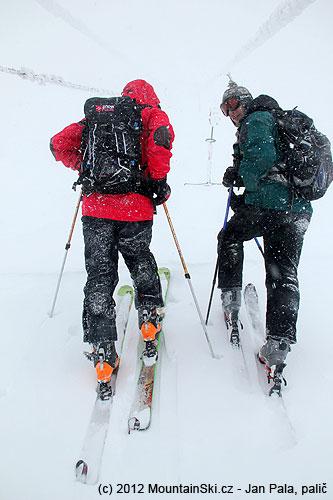 VCedars bylo tolik sněhu, že nosné lana lanovek byla vúrvoni našichhlav