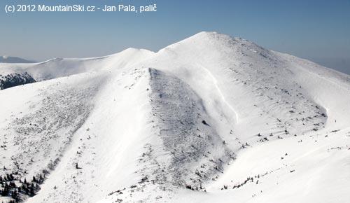 Hlavní sjezdové trasy znejvyššího malofatranského vrcholu
