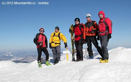 Naše grupa na vrcholu Chlebu– jediné místo, kde vsobotu hodně foukalo