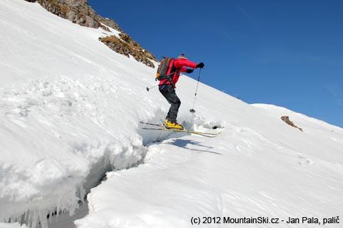 Některé malofatranské svahy jsou momentálně dost nepříjemně popraskané a sníh posunutý