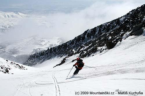 Skiing from Korjakskij