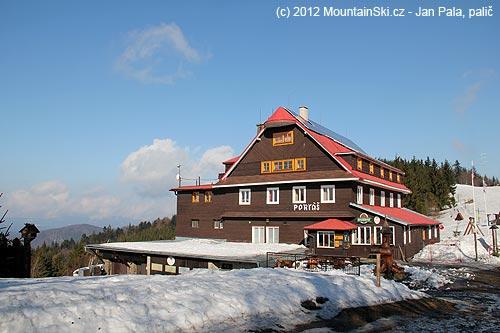 Horský hotel Portáš, odkud už je souvislá sněhová pokrývka