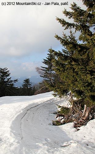 Na hřebenu bylo místy až dva metry sněhu