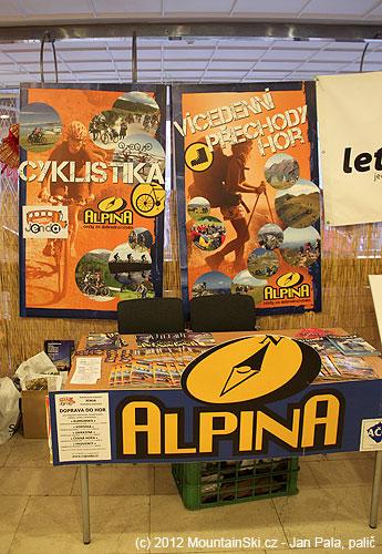 Stánek CK Alpina na festivalu Kolem světa, měl jsem tam nějaké fotky na plakátu stejně jako na titulce katalogu