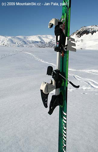Diamir Eagle with crampons- walking without heel elevator