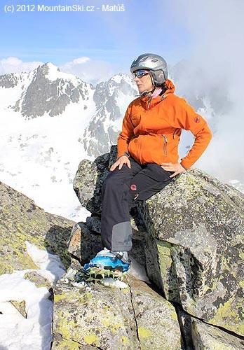 Vzadu Baranie rohy, vpredu oranžová žena na vrchole Prostrednéehohrotu