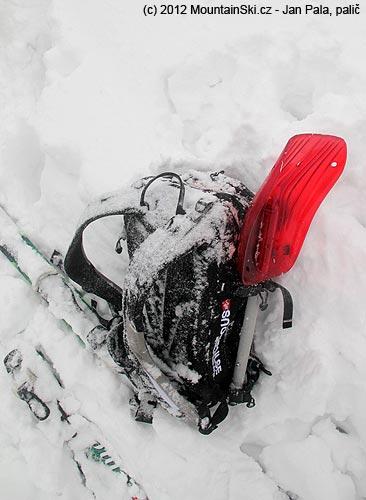 Lehce zasněžený Snowpulse Lifebag Guide 30voblasti Kralického Sněžníku