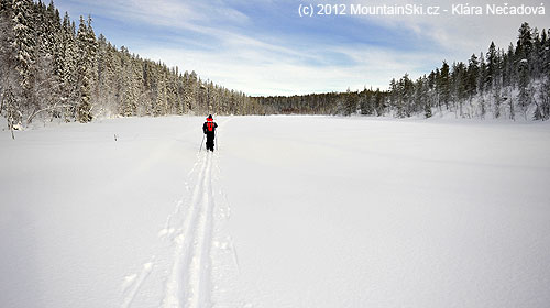Běžkování na jezeře je běžnou záležitostí ve Finsku