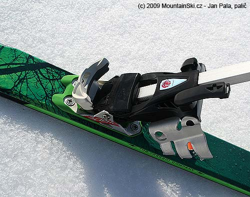 Crampons are fixed to binding Diamir Eagle by rotatable interlock