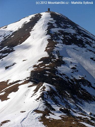 Tiťák ze stanoviště Uvelkého pytle, skialpinisté vlevém dolnímrohu
