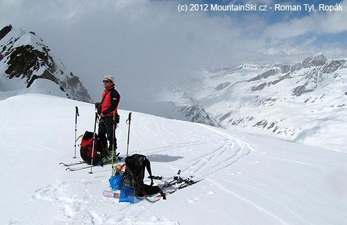 Vsedle mezi Anna Kogelem a severním vrcholem Hochwilde