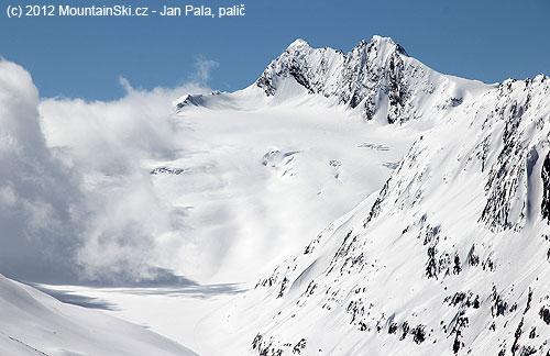 Parádní výhled na Hochwilde a ledovec Längenfaler Ferner
