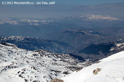 Valbánských údolích není po sněhu ani památky