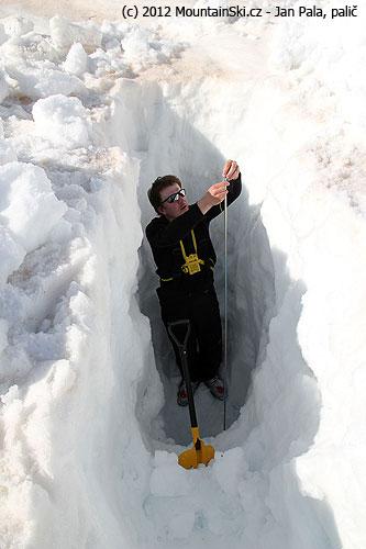 Pokus oprokopání se sněhem kvodě– neúspěšný