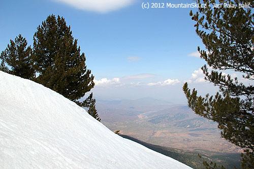 Všude samé borovice, a když byla mezi nimi mezera, tak byla vylepšená oparádní výhled desítky kilometrůdaleko