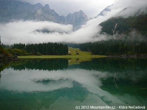 Počasí pro výstup na Mangart nepřálo, ale ijezera Lago di Fusina byly okouzlující