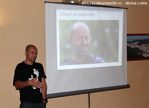 Radek Jaroš, oblečený do stylové trička, aktivně přispěl spraktickými zkušenostmi do přednášky Kristiny Höschlové
