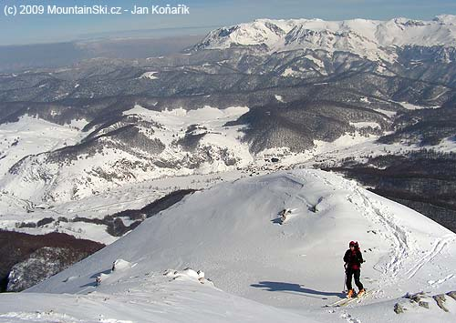 Mladý bruder pod vrcholem, vpozadí Treskavica