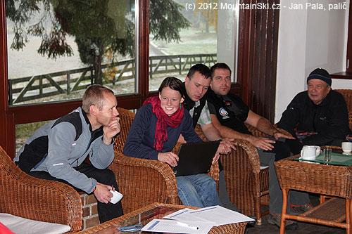 Při přípravě na praktické workshopy probíhaly vkuloárech různé veselé diskuze