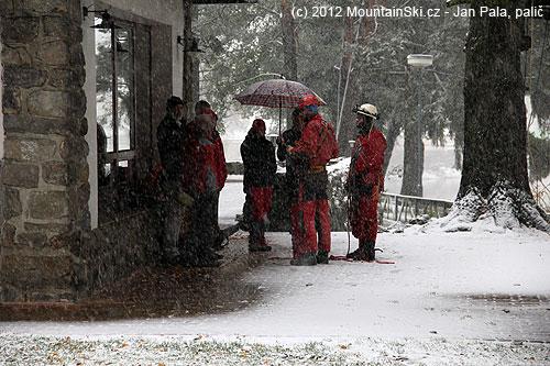 Teoretická příprava na workshop jednolanových technik probíhala vhustém sněžení