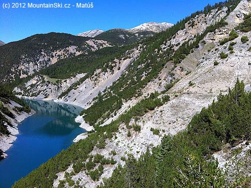 Takto vyzerá záver jazera, ktoré začína vLivignu, vskutočnosti bola voda rovnako modrá a možno aj modrejši