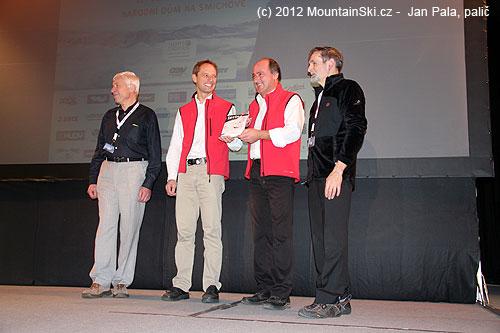 Jaromír Charvát, Patrick Naizr, Rudi Maier a Ladislav Jirásko se připravují ke křtu knihalavina