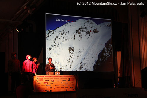 Jedna chybná úvaha dvou zkušených místních skialpinistů– místo pokračování třícítkou přímo nahoru natraverzovali do 38–42 svahu vlevo a sundala jelavina