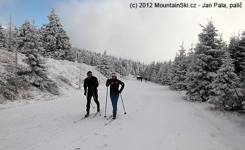 Our group was without skis – but there were a lot of cross-country skiers on the road between Ovčárna and Praděd