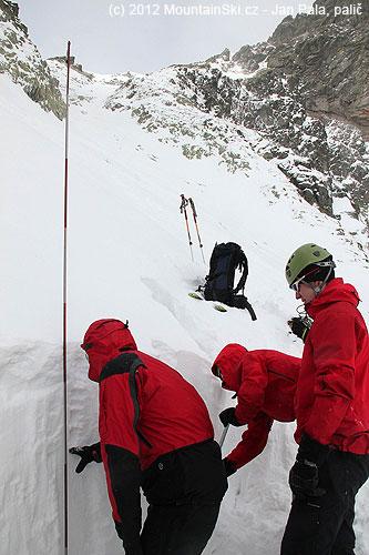 Tady jsme našli 140cm sněhu! Hned to bylo využito ke sněhovo-lavinovému výcviku