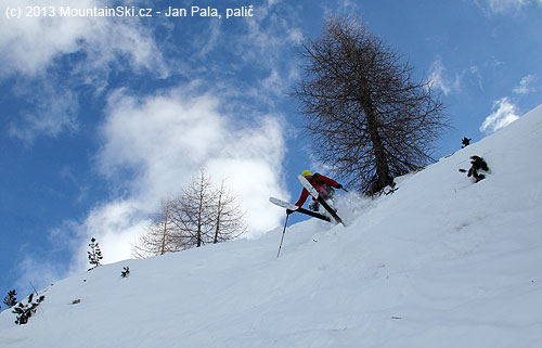 Čeněk is doing his first jump-turn in the steep terrain – skis Dynafit Nanga Parbat in the action