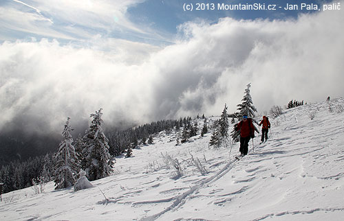 Clouds are coming close to the main ridge – skiing down will be probably quite foggy