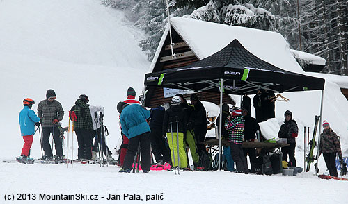 There were several tens of people interested in testing skis ELAN during the day