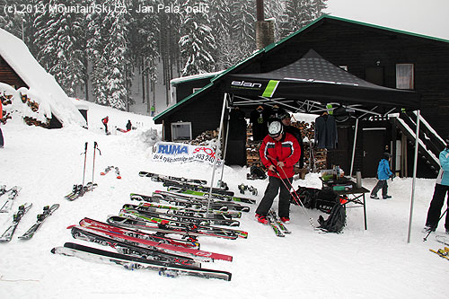 Skis ELAN are waiting for other people