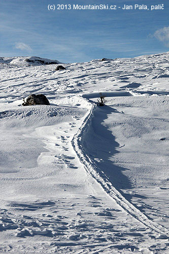 Lost skialpinist– the wind moved away all the newer snow around theroute