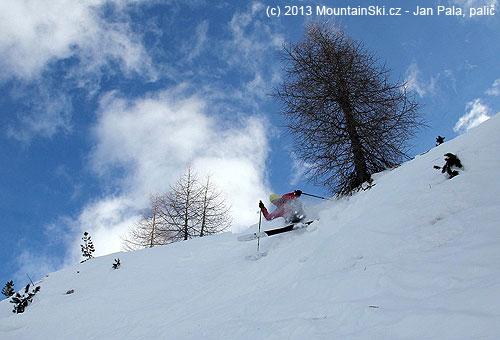 Čeněk is skiing down