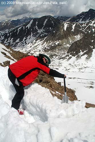 Uvolnění dalšího sněhového bloku