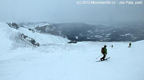Skiing down from Heukuppe towards Karl-Ludwig-Haus