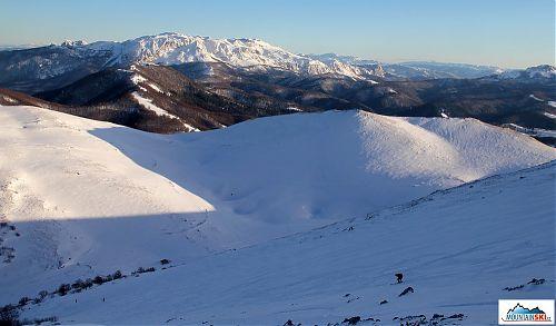 Na pozadí pohoří Treskavica