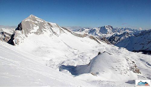 Klasické Dolomity, skalnaté vrcholy, spousta sněhu a krásné počasí