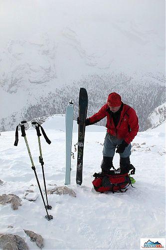 On the summit of Col Bechei de Sora - skins off skis Dynafit Cho Oyu
