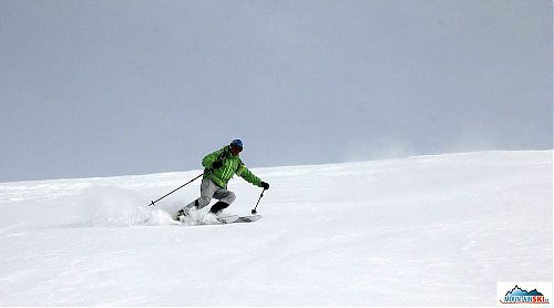 Downhill from Col Bechei de Sora - the slope has nice angle, so whole base of ski is visible