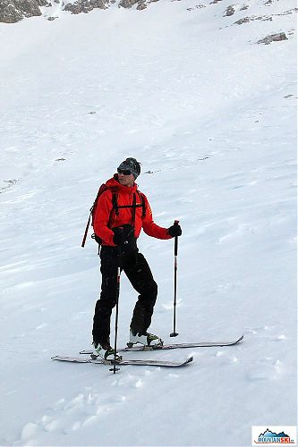 Our group is skiing down, whereas colleagues from France are uphilling
